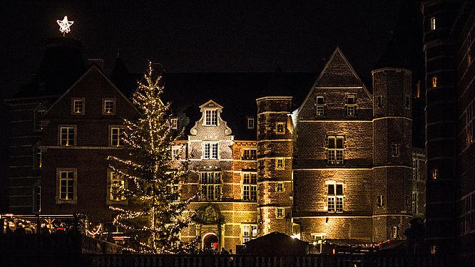 Romantischer Weihnachtsmarkt.Romantischer Weihnachtsmarkt Schloss Merode Schloss Merode